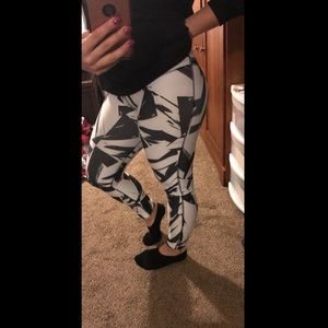 Black and white Nike Dri-fit workout leggings